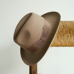 HAT 04 JOHNNY BEAVER